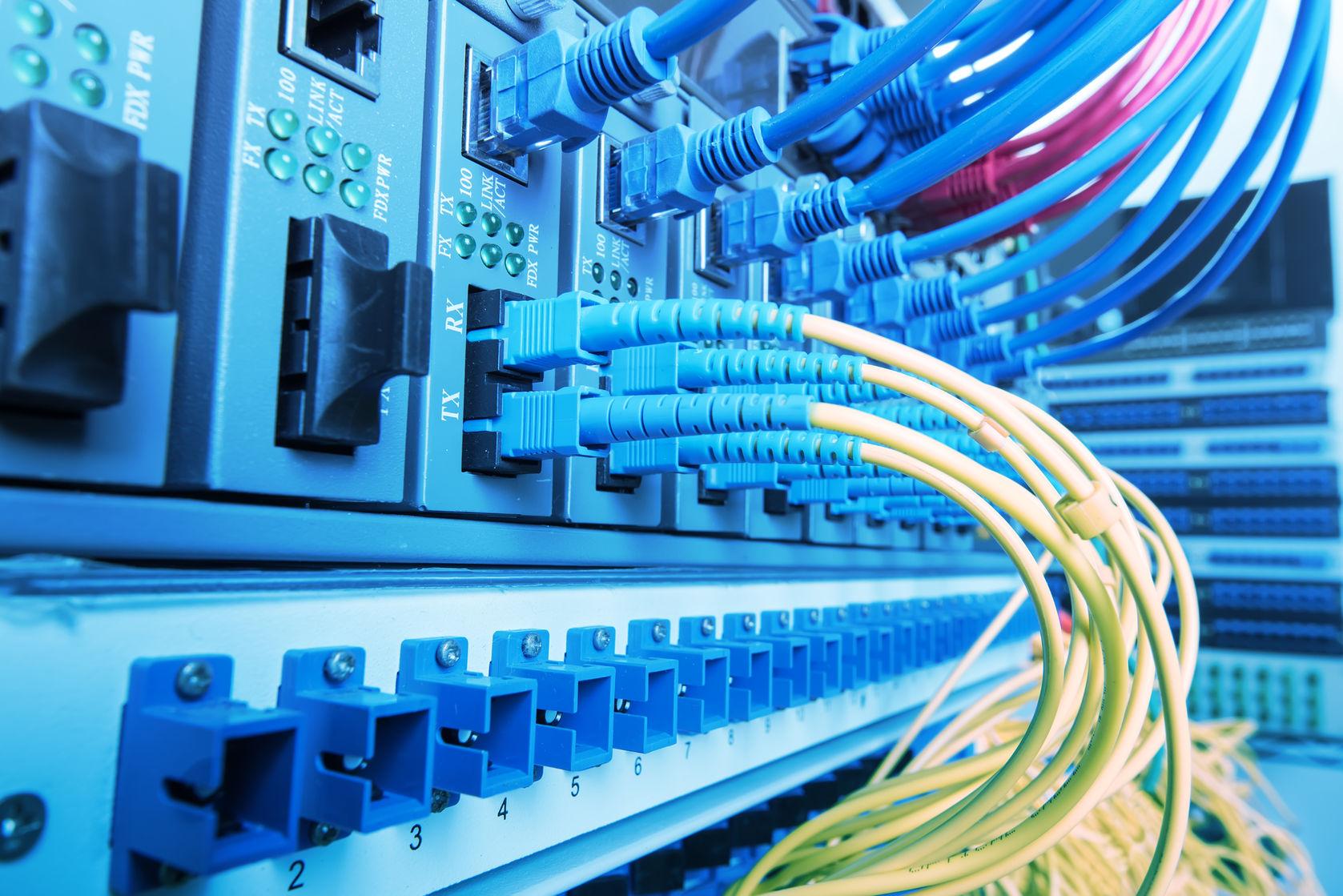 ¿Sabes la diferencia entre conexiones asimétricas y simétricas de fibra óptica?